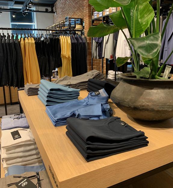 Het interieur van de Strellson winkel in Breda is vernieuwd voor de zomer van 2020.
